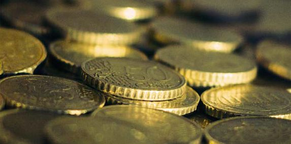 Raportti: Euro kuntoon tai eurosta ulos
